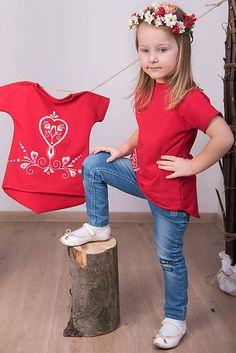 miracles.style / Červená tunika - folk dievča #detskamoda#jedinecnesaty#handmade#originalne#slovakia#slovenskydizajn#móda#šaty#original#fashion#dress#modre#ornamental#stripe#dresses#vyrobenenaslovensku#children#fashion#rucnemalovane#folk Folk, T Shirt, Women, Fashion, Tunic, Supreme T Shirt, Moda, Tee Shirt, Popular