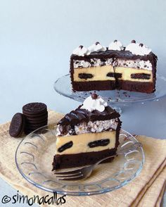Oreo Dream Extreme Cheesecake recipe This is my version of The Cheesecake Factory& Oreo Dream Extreme Cheesecake - a real food porn and a divine dessert Vegetarian Cheesecake Recipe, Cheesecake Recipes, Cheesecake Factory Oreo Cheesecake, Oreo Mousse, Cupcake Frosting Recipes, Crazy Cookies, British Baking, Oreo Cake, Desserts To Make