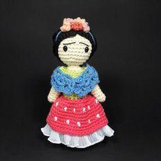 Frida Kahlo Doll Amigurumi Pattern Grátis, inglês /Free pattern, English