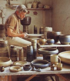 Jaan Mobach at the potter's wheel. The Potter's Hand, Clay Matthews, Wood Vase, Hand Painted Plates, Pottery Techniques, The Potter's Wheel, Ceramic Studio, Pottery Wheel, Pottery Making