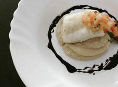 Fase pastosa- Purê de feijão branco com peixe pochê,  concassé de tomate e redução de balsâmico