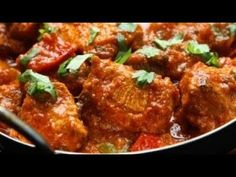 How to make Chicken Jalfrezi . Easy and simple Chicken Jalfrezi Recipe. This zesty chicken curry has its origins in India and Pakistan. South African Recipes, Indian Food Recipes, Indian Foods, Indian Dishes, Chicken Karahi, Chicken Curry, Chettinad Chicken, Chicken Masala, Chicken Tikka