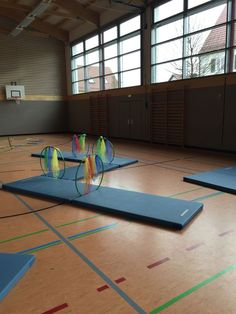 Turnhalle - Best Education World Physical Activities For Kids, Gross Motor Activities, Gross Motor Skills, Kids Gym, Yoga For Kids, Exercise For Kids, Physical Development, Physical Education, Preschool Gymnastics