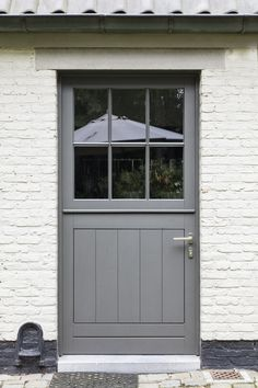 hout - Lilly is Love House Windows, Windows And Doors, Cottage Front Doors, White Farmhouse Kitchens, Outside Furniture, External Doors, Back Doors, Entrance Doors, House Front