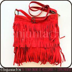 ¡Otra alegría para las fans de los flecos! Nuestro bolso bandolera rojo tiene un tono que enamora, va con cualquier cosa y tiene cabida para todo lo que quieras y más. ¡Espectacular con jeans setenteros! PRECIO: 29'95 € en http://www.conjuntados.com/bolso-bandolera-rojo-de-flecos-en-ante.html #moda #fashion #accesorios #complementos #estilo #style #bisuteria #jewelry #enviogratis #novedades #bolso #ante #piel #bolsobandolera #handbag #bolsorojo #bandolera
