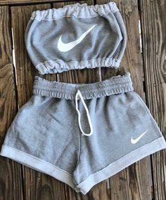 Shorts Nike Crop Tops Gray Set Tube Top Jumpsuit Top White Two Piece Athletic Ni Clothes Cute Lazy Outfits, Sporty Outfits, Teen Fashion Outfits, Swag Outfits, Stylish Outfits, Cute Nike Outfits, Fashion Women, Nike Workout Outfits, Fashion Fashion