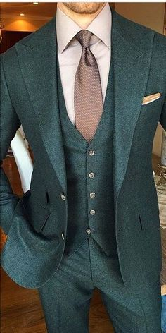 Strong look, all green http://www.99wtf.net/category/young-style/casual-style/