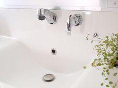 洗面台は水垢や石鹸カス等の汚れが溜まりやすい場所。でも毎日使うからこそ、掃除の行き届いた清潔な洗面台にしておきたいですよね。洗面台は実はクエン酸と重曹などがあれば簡単に掃除ができちゃいますよ! 場所ごとに掃除方法をご紹介します。
