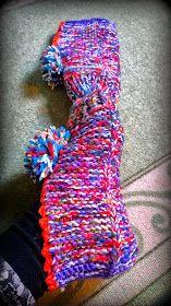 Arkimamman Arkiralli: Isomummilta liuta jämälankatossuja Leg Warmers, Fingerless Gloves, Slippers, Socks, Knitting And Crocheting, Leg Warmers Outfit, Fingerless Mitts, Slipper, Sock