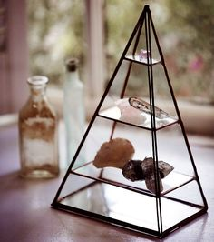 the perfect way to store and display crystals (by ABJ glassworks + free people) Crystals And Gemstones, Stones And Crystals, Healing Stones, Crystal Healing, Feng Shui Dicas, Free People, Home And Deco, Rocks And Minerals, Modern Retro