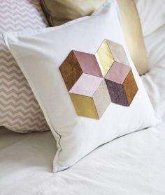 Kissenbezüge mit geometrischem Muster aus Leder                                                                                                                                                                                 Mehr