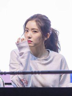 Red Velvet - Irene #reveluv #irene #kpop #redvelvet Petty Girl, Fan Picture, Kim Yerim, Red Velvet Irene, K Idol, Illustration Girl, Seulgi, Face Shapes, My Sunshine