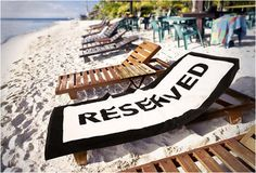 Now it´s safe to leave your sunbed! Now you can leave your towel on the beach or pool bed, it´s perfect for the morning rush, with the word Reserved printed in big bold black letters no one will take your place.