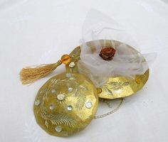 Boîte à bijoux vintage or et pierreries par Syell sur Etsy