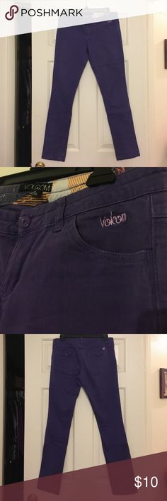 Size 3, purple Volcom jeans. Gently worn. Cute, fun, purple jeans! No signs of wear. Says size 3 but fits like a 5. Volcom Jeans Skinny