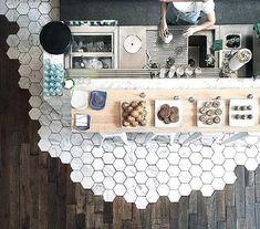 Tezgah altı fayans döşemeden parkeye geçiş modeli | Kadınca Fikir - Kadınca Fikir Gallery Wall, Home Decor, Decoration Home, Room Decor, Interior Design, Home Interiors, Interior Decorating