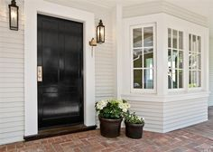 Hamptons House Exterior, House Entrance, Beach House Interior, House Exterior, Facade Design, Hamptons House, Exterior Brick, Weatherboard House, House Paint Exterior