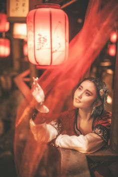 """mingsonjia: """" 有灯无月不娱人,有月无灯不算春。春到人间人似玉,灯烧月下月如银。 不展芳尊开口笑,如何消得此良辰。 by +pineapple+ """""""