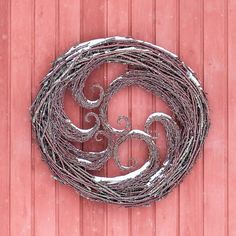 Twig waves with snow decoration. Christmas Floral Designs, Snow Decorations, Diy And Crafts, Arts And Crafts, Willow Weaving, Willow Branches, Christmas Crafts, Christmas Ornaments, Pretty Photos