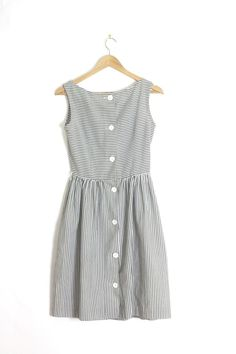 The summer perfect dress for a laid back dinner party.