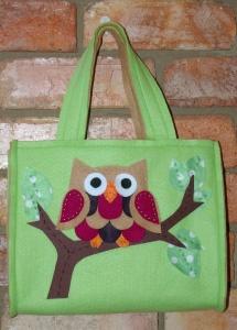 Adorable DIY tote bag for kids or big kids alike.   Çantalar