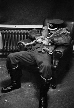 Sleeping station commander, near London 1940