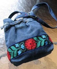 denim bag with embroidered ribbon border