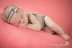 Newborn girl photography. Fotografía beba recién nacida