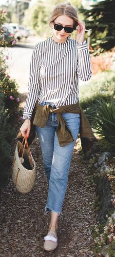 trendy outfit top + jeans + bag