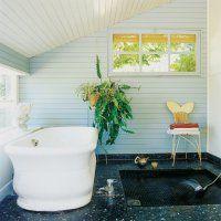 Une salle de bain exotique dans un ancien pigeonnier - Marie Claire Maison