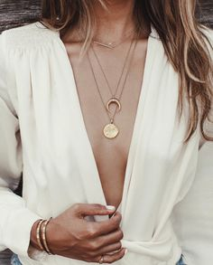 Image about fashion in dress to impress 👑💙 by White Fashion, 90s Fashion, Mein Style, Mademoiselle, Rose Gold Jewelry, Streetwear Fashion, Passion For Fashion, Dress To Impress, Fashion Accessories