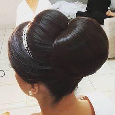 Coque lindo pra nossa noiva linda @walcleide  Por @bitilher #penteadosnoivas #noivaslindas #subeautynoivas #maisonsubeauty #subeautymaison by subeautymaison http://ift.tt/1UaptzR