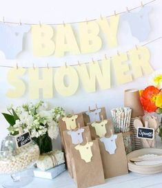 Baby Shower DIY Onesie Bunting Garland Yellow &- Perfect Baby Shower - Baby Show. Regalo Baby Shower, Idee Baby Shower, Baby Shower Bunting, Fiesta Baby Shower, Shower Bebe, Boy Baby Shower Themes, Baby Shower Favors, Baby Boy Shower, Baby Shower Gifts