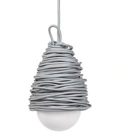 """Hängeleuchte 'Super-Light' von Yvonne Fehling & Jennie Peiz.  'Super-Light' ist eine sehr selbstbewusste Leuchte. Ihr Kabel im Textilmantel muss sie nicht verstecken. Es ist so schön, dass sie gar nicht genug davon bekommen kann.  Made in Germany. Wie alle Dinge, die mit """"Kraud"""" gekennzeichnet sind, wird 'Super-Light' mit Bedachtsamkeit und viel Liebe zum Detail von Hand in Deutschland gefertigt.  Das seidenummantelte Kabel wird von zwei deutschen Traditions betrieben in unserem Auftrag…"""