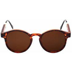 Alex in Leopard-sunglasses at GETSUNNIES CA