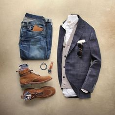 """Back at that workflow. Blazer: @ledburyshirts Heathfield Sport Coat Cardigan: @jcrew Slim Softspun Boots: Alden Snuff Suede Indy Socks:…"""