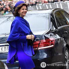 Drottning Silvia visade sig i härliga blåa färger när hon träffade påven i Kungshuset i Lund i dag  Visst passar drottningen i blått?   Queen Silvia in blue colors when meeting the pope at Kungshuset in Lund today  (Foto: TT Nyhetsbyrån #ttnyhetsbyrån @ttnyhetsbyran)