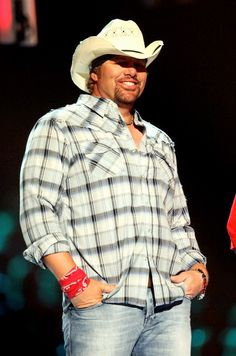 Toby Keith~must be something about a Oklahoma boy that makes my heart go pitter patter!!