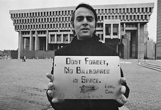 Carl Sagan holding one of the two Pioneer plaques he helped design with astronomer and astrophysicist, Frank Drake. The artwork was prepared by Linda Salzman Sagan, Sagan's wife at the time. NASA gave them only 3 weeks to prepare the message. Carl Sagan, Pioneer Plaque, Inspirer Les Gens, Atheism, Billboard, Thought Provoking, Cosmos, Decir No, Frases