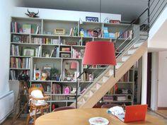 une grande table ovale Bookcase, Shelves, Home Decor, Oval Table, House, Shelving, Decoration Home, Room Decor, Shelf