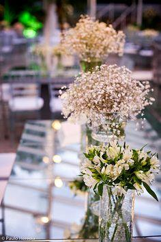 """O charme das flores """"mosquitinho"""" na decoração"""