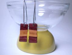 Boucles d'oreilles pendantes | Bois exotique revalorisé (upcycled) | Amarante et bambou, résine époxy,  attaches acier inoxydable#BouclesdOreilles #earrings #UpcycledWood #recycled #RécupRétro #BoisRecyclé #bijoux #jewelry