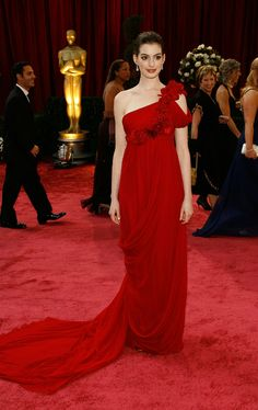 Anne Hatthaway at Oscars 2008 in Marchesa