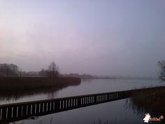 Betonbank De Luxe met Onderplaat bij Haarlemmermeerse Bos in Hoofddorp