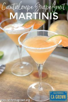 CANTALOUPE GRAPEFRUIT MARTINIS Say hello to your new favorite summer sipper. The cantaloupe infused vodka is definitely worth the effort - it takes this cocktail to the next level. Cheers to that! Grapefruit Martini, Healthy Cocktails, Vodka Cocktails, Healthy Dips, Martini Recipes, Cocktail Recipes, Happy Hour, Vodka Martini