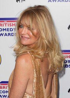 Goldie Hawns long, blonde hairstyle