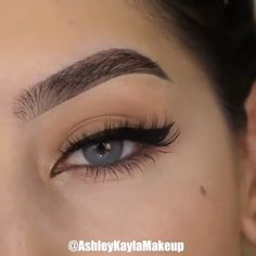 the shape of your eyeliner into a winged one with this useful tutorial! 😍😍 Perfect the shape of your eyeliner into a winged one with this useful tutorial! 😍😍 - -Perfect the shape of your eyeliner into a winged one with this useful tutorial! Eyebrow Makeup, Skin Makeup, Eyeshadow Makeup, Shimmer Eyeshadow, Gold Makeup, Flawless Makeup, Gorgeous Makeup, Eyeshadow Palette, Winged Eyeliner Tutorial