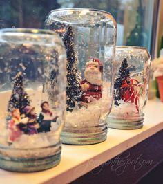 no water snow globes via can find Snow globes and more on our website.no water snow globes via Snow Globe Crafts, Diy Snow Globe, Christmas Snow Globes, Christmas Diy, Pot Mason Diy, Mason Jar Crafts, Bottle Crafts, Glitter Wine Bottles, Christmas Wine Bottles