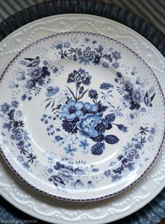 Blue and White Transferware and Limelight Hydrangeas Table Vignette in Potting Shed   homeiswheretheboatis.net