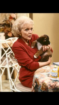 Betty White on The Golden Girls in the Late Betty White, Comedy Tv, Golden Girls, Celebs, Celebrities, White Roses, Comedians, Movies And Tv Shows, Movie Stars